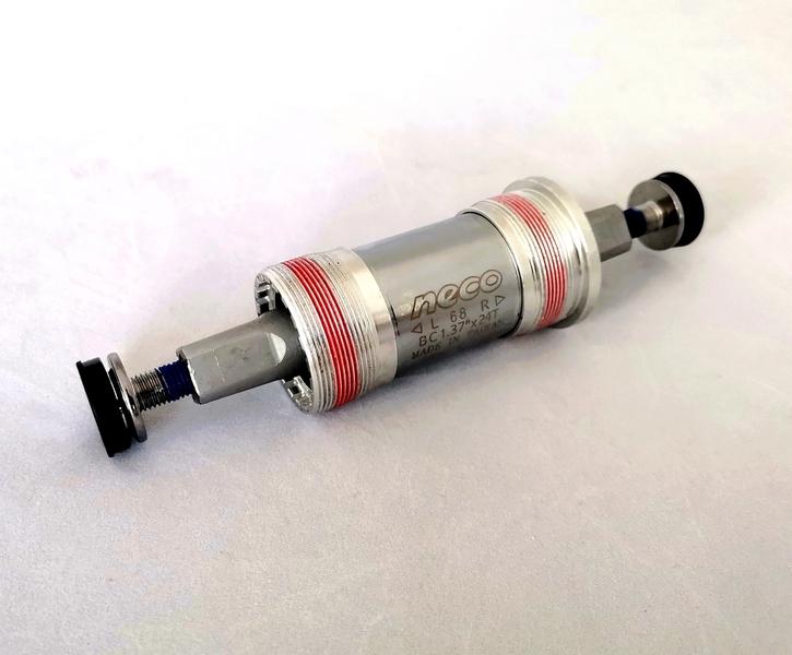Zapúzdrený stred NECO BB920H 68/113 mm BSA - JIS